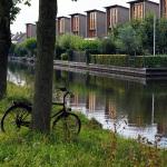 De Hollandse IJssel in IJsselstein. Vlak voor de foto werd genomen is de fiets uit het water gehaald, het water droop er nog van af.