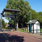 Ophaalbrug voor fietsers en voetgangers over de Hollandse IJssel