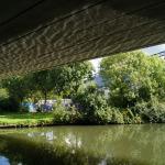 Een grote brug gaat hier over de Hollandse IJssel